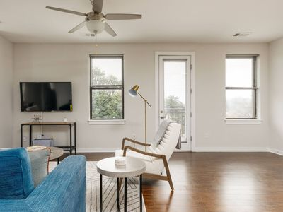 Photo for 2 Bedroom Midtown Apartment By Mint House