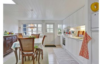 charming and quiet cottage near the shallow sandy beach and dune area