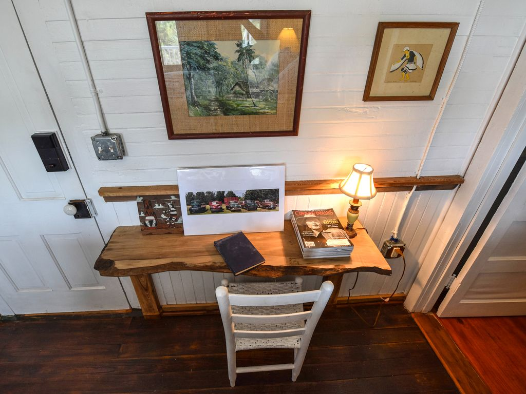 Harpers Beauty, Charming Western Themed Room In Historic Inn!