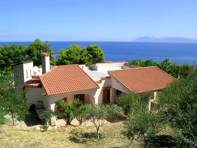 Photo for Lovely villa with splendid sea view and direct access to beach, 3 bedrooms