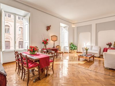Photo for Spacious Dolce Vita House apartment in Via Veneto with WiFi, air conditioning, balcony & lift.