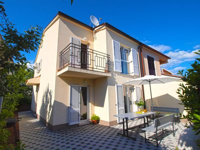 Photo for Holiday house Pula for 4 - 6 persons with 3 bedrooms - Detached holiday house