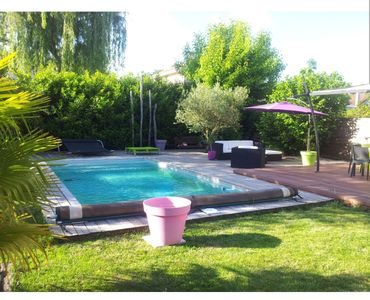 Photo for Charming house with pool near Bordeaux