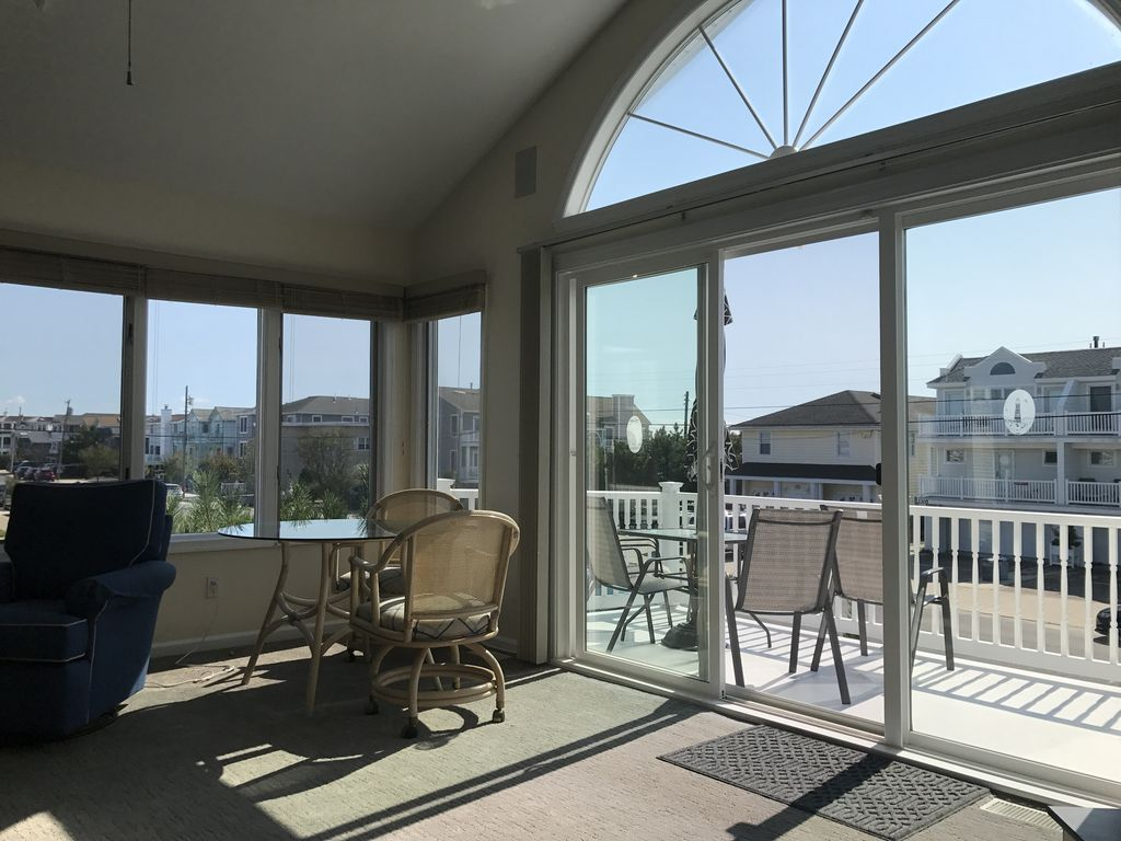 2308 wesley beautiful townhouse with ocean views ocean for Unique home stays jersey