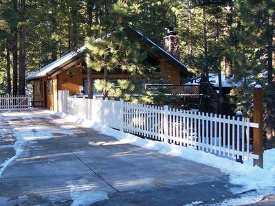 Hot Tub - Pool Table - Spacious Family Friendly Cabin