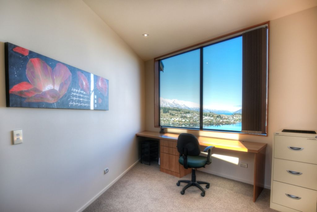 Grand views at Luxury Lake Lookout