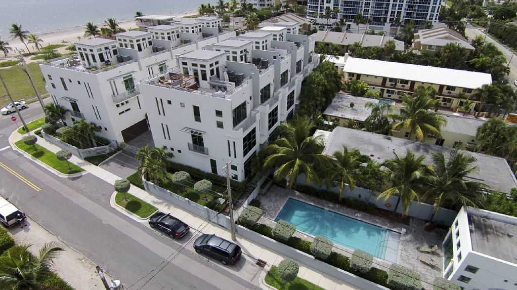 Exquisite Contemporary Townhome With Elevator And Across