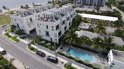 Photo for Exquisite Contemporary Townhome with elevator and across The Beach!