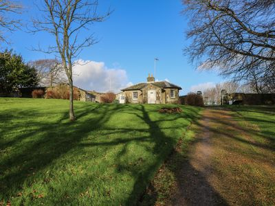 Photo for THE GATE HOUSE, pet friendly, with open fire in Wroxall, Ref 960236
