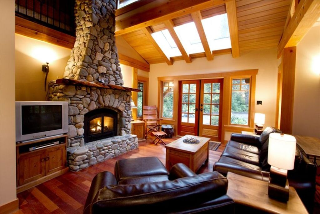 Attractive Dream Cottage   Luxurious, Private, Hot Tub   Chesterman Beach. Living Room  ... Part 14