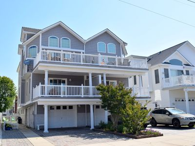 Photo for Beautiful townhouse close to beach, shopping, and restaurants