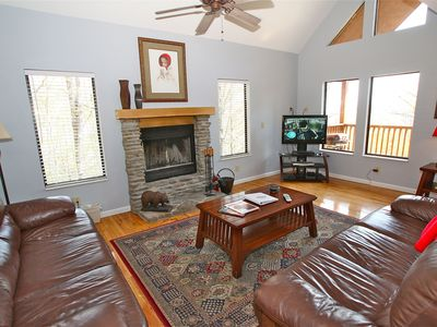 Photo for Beautiful Split floor plan - Close to town