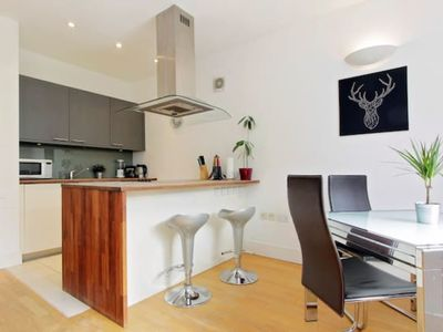 Photo for Contemporary 2 BR in Kensington + View