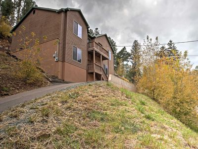 Expansive Ruidoso House w/ Hot Tub, Deck & Grill!