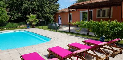 Photo for Beautiful air-conditioned villa of 250m² with swimming pool and 5 minutes from the sea