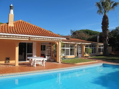 Photo for Holiday villa with swimming pool, quiet location, near the golf course, for 6 persons