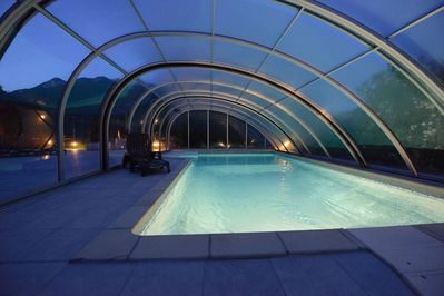 With the cover closed, a dip in the pool can be enjoyed in all summer conditions
