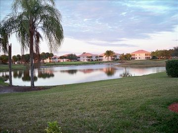 Lake View Golf Villa Close to Vanderbilt Beach-Fun in the Sun!