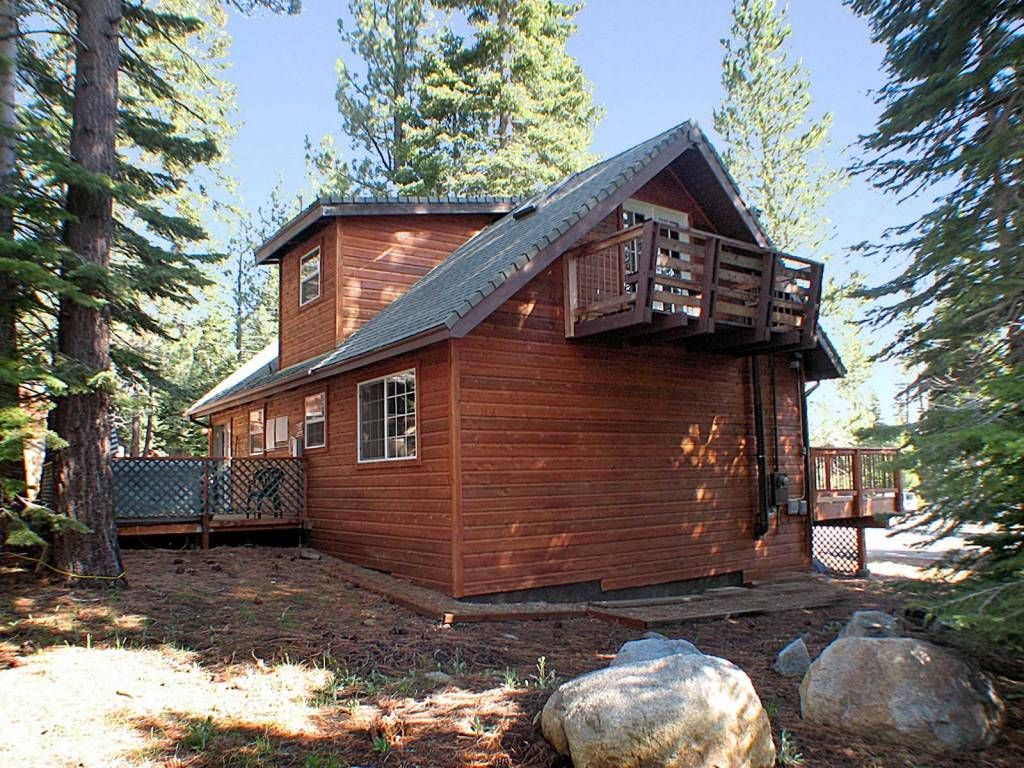 4 bedroom tahoe cabin backing to forest hot tub