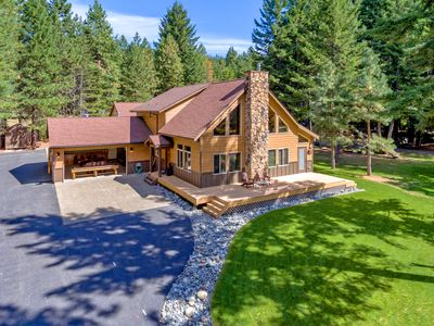 Photo for Impressive 5BR Custom Chalet! 5 Kings! Great Value w/ Game Room & Hot Tub