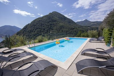 Communal pool for 4 apartments with view of the lake