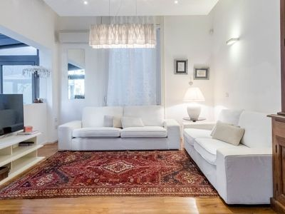 Photo for Spacious American Dream apartment in Navigli with WiFi & air conditioning.
