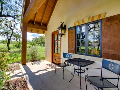 Photo for Lovely cottage with a deck & views, steps from wine tasting!