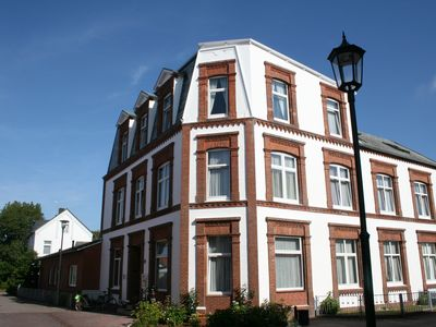Photo for In the middle of it and yet quiet! Apartment for 2 in the heart of Borkum.