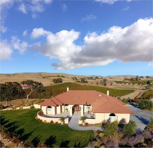 Photo for VINEYARD LIVING/ Stunning Views/near to Wineries & Downtown/Pizza Oven/See Video