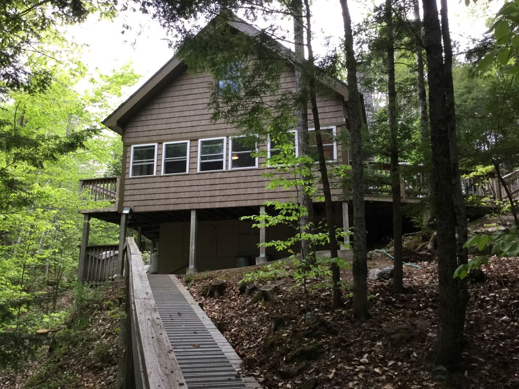 Modern secluded maine cabin on six acres o vrbo for Cabin rentals in maine with hot tub