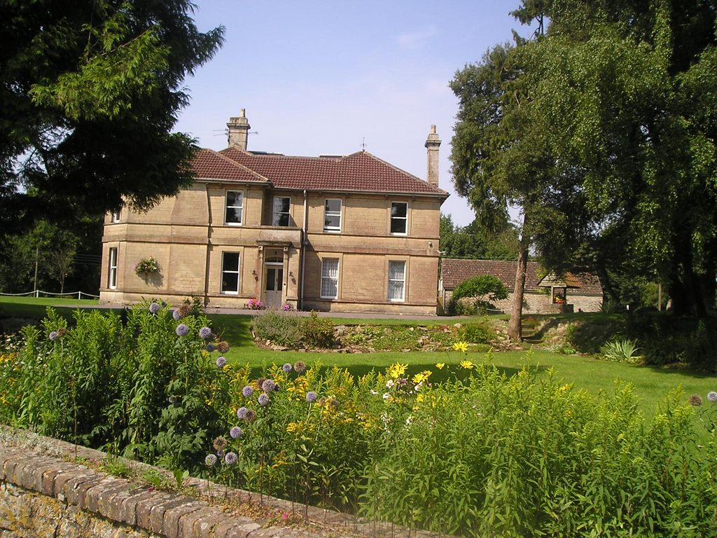 Large country house near bath sw england sleeps for Country house online