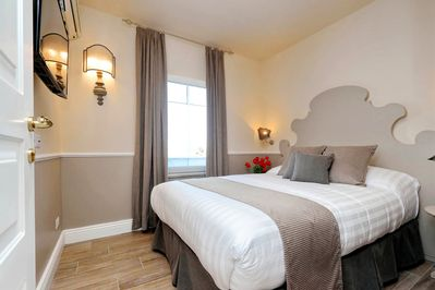 Small Double room with queen size bed and external private bathroom