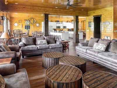 Photo for 10BR Cabin Vacation Rental in Gatlinburg, Tennessee