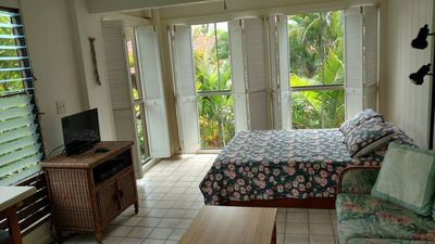 Queen bed-bi folds open up to the island tropical atmosphere