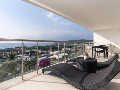 Photo for Ocean view condo in Sunset Plaza