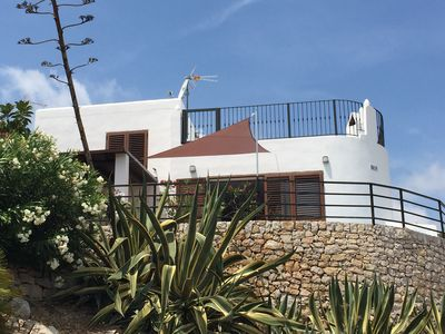 Photo for Detached villa for 8 people with wifi and outdoor jacuzzi, with direct sea views