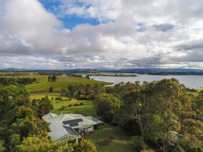 Photo for Overlooking Lake Tinaroo, perfect for family's,  water sking,  a break away.