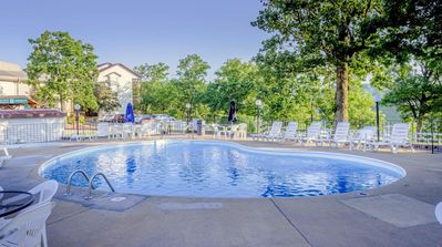 Close to Silver Dollar City | Lake View/Access | Outdoor Pool | Free Wi-Fi  (RCKLN2)