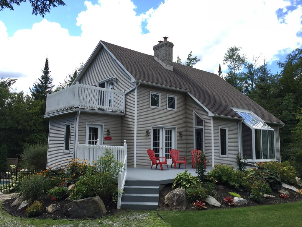 Country house near lake qu bec homeaway magog - Rideaux maison de campagne ...