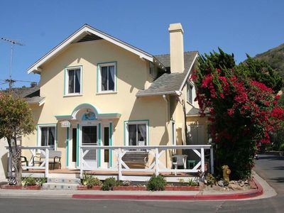Photo for 358 Descanso Ave: 4 BR / 2 BA avalon homes in Avalon, Sleeps 10