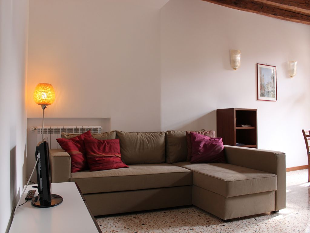 Lovely apartment in Venice city center beside Frari's Basilca