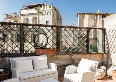 Dine al fresco on the private roof terrace!