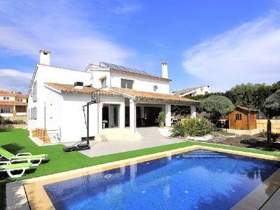 Photo for This 3-bedroom villa for up to 6 guests is located in Marratxi and has a private swimming pool and W