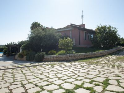Photo for Comfortable villa with pool near the sea, Modica and Syracuse