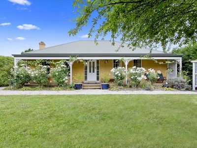 Photo for Cute cottage located in the historical town of Berrima