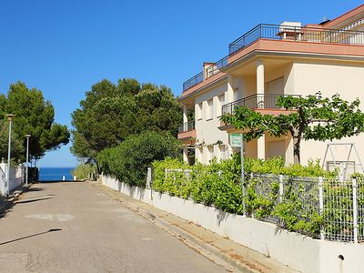Photo for 3 bedroom Apartment, sleeps 6 with Air Con and Walk to Beach & Shops