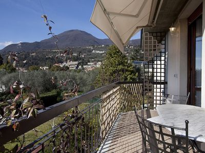 Photo for Lovely, quiet and bright apartment on Lake Garda