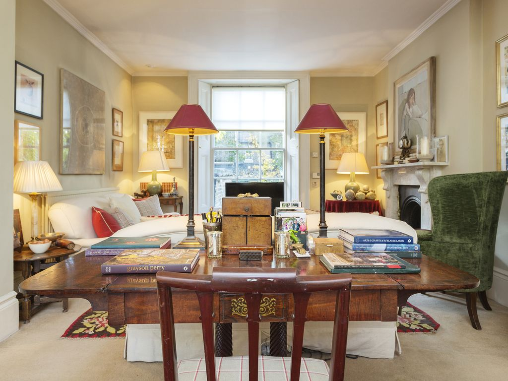 Grand And Classical 3 Bed House  With Easy Access To Central London  Veeve