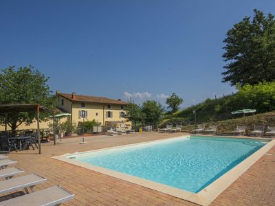 Photo for Cosy apartment for 10 guests with WIFI, pool, TV and parking