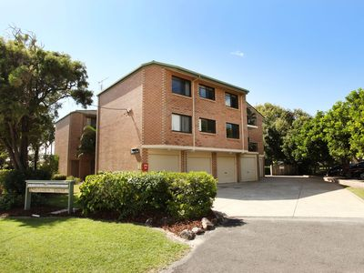 Photo for Unit 7, Belander Court, 34 Perry Street Coolum Beach, AIR CONDITIONED, 400 BOND, LINEN SUPPLIED